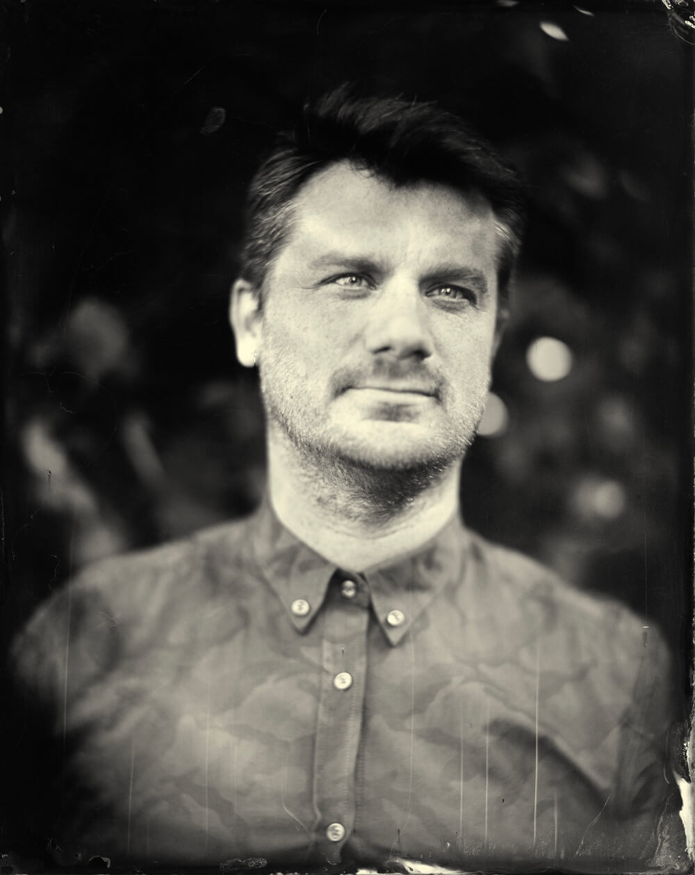 Portrait photographique de Guillaume Roussel lézards création agence communication publicité vosges