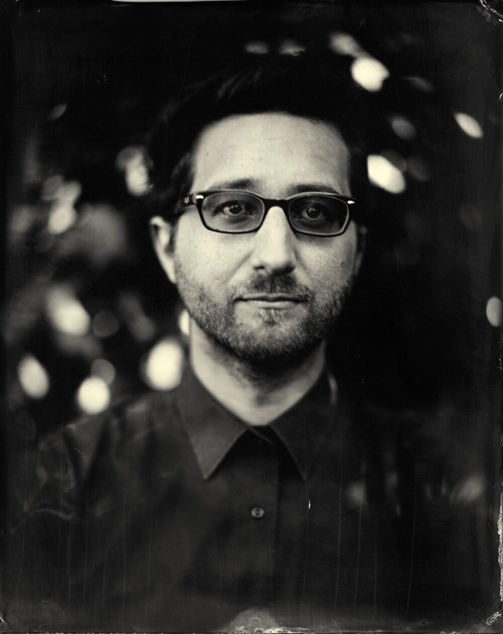 Portrait photographique de Josselin Tourette lézards création agence communication publicité vosges