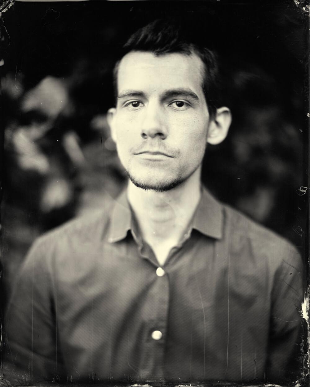 Portrait photographique de Théo Koenig lézards création agence communication publicité vosges
