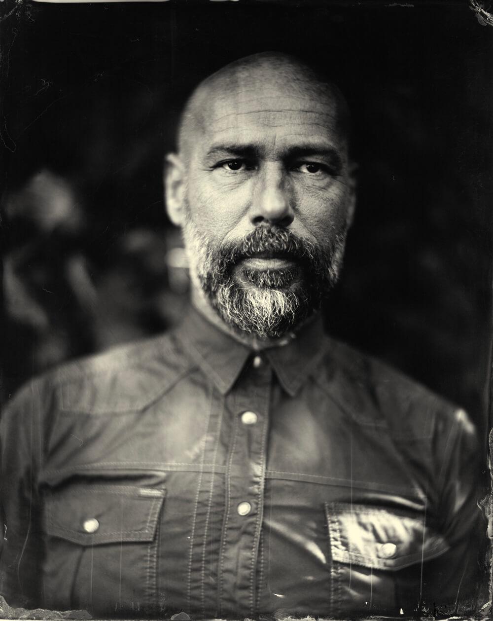 Portrait photographique de Yannick Antoine lézards création agence communication publicité vosges